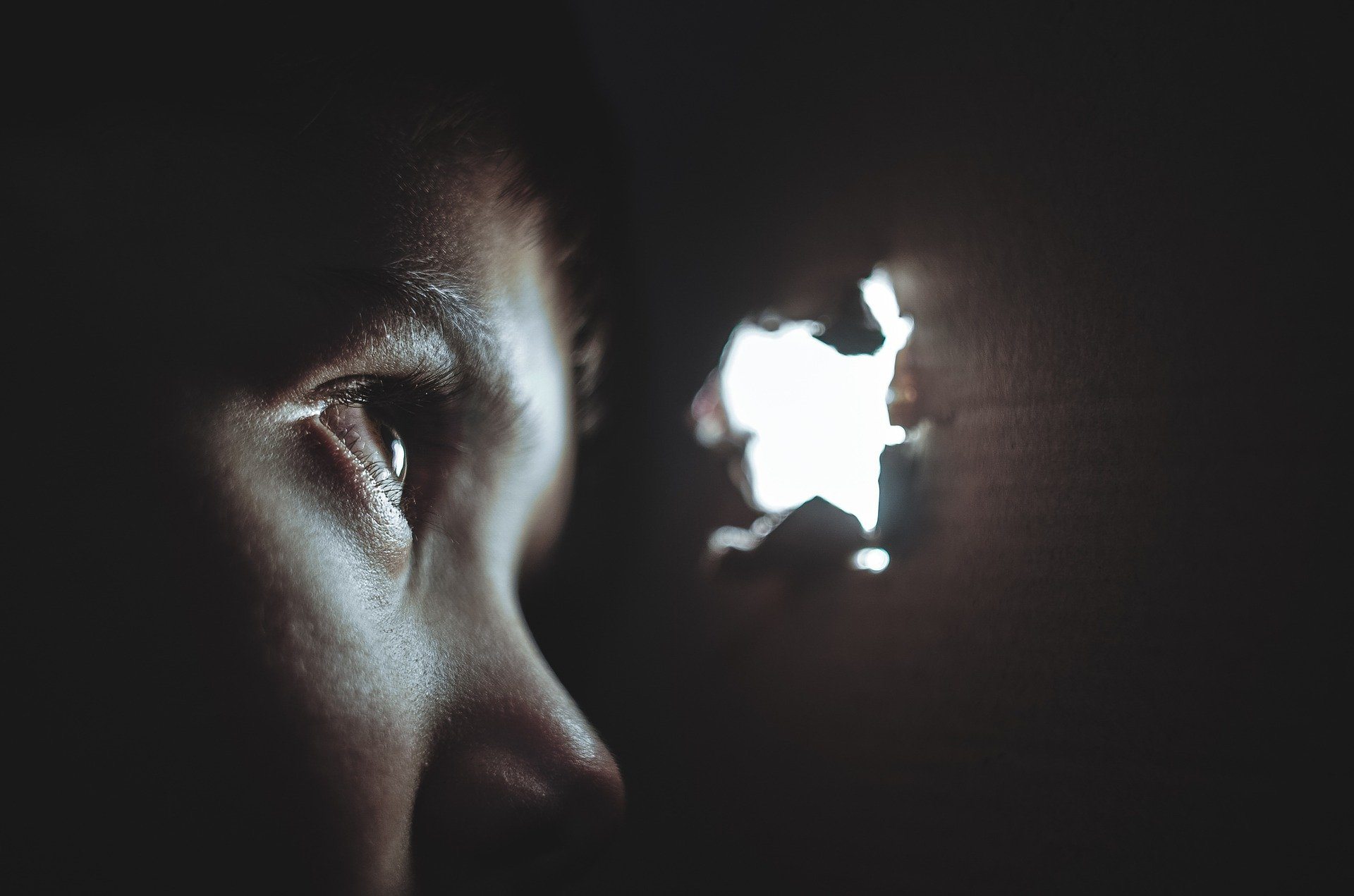 Hur ser och upptäcker du varningssignaler hos en förövare, en misshandlare, och en som gör dig illa.